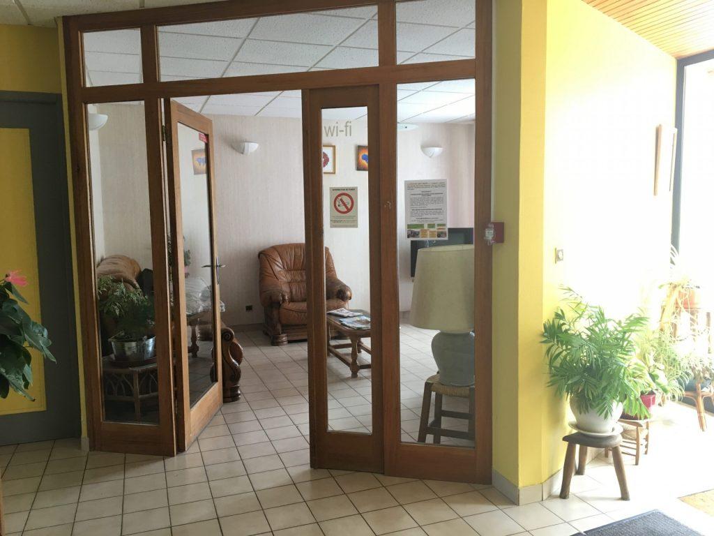 L'hôtel Del Faou, situé à Fau-de-Peyre , hall